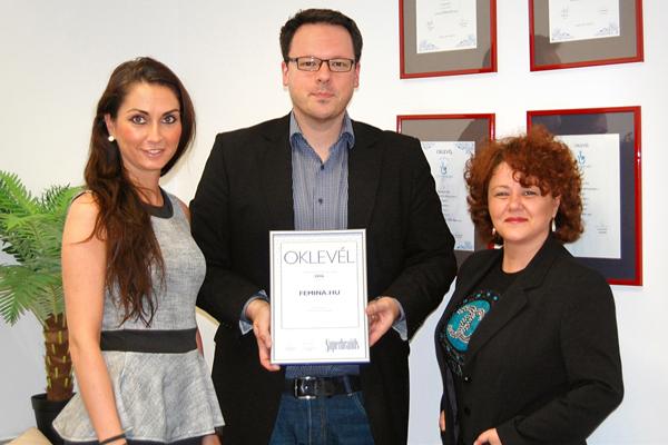 Szabó Mariann, értékesítési igazgató és Rácz Brigitta, portfólió igazgató az oklevél átvételekor