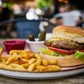A hamburger története: honnan származik a legnépszerűbb amerikai étel?