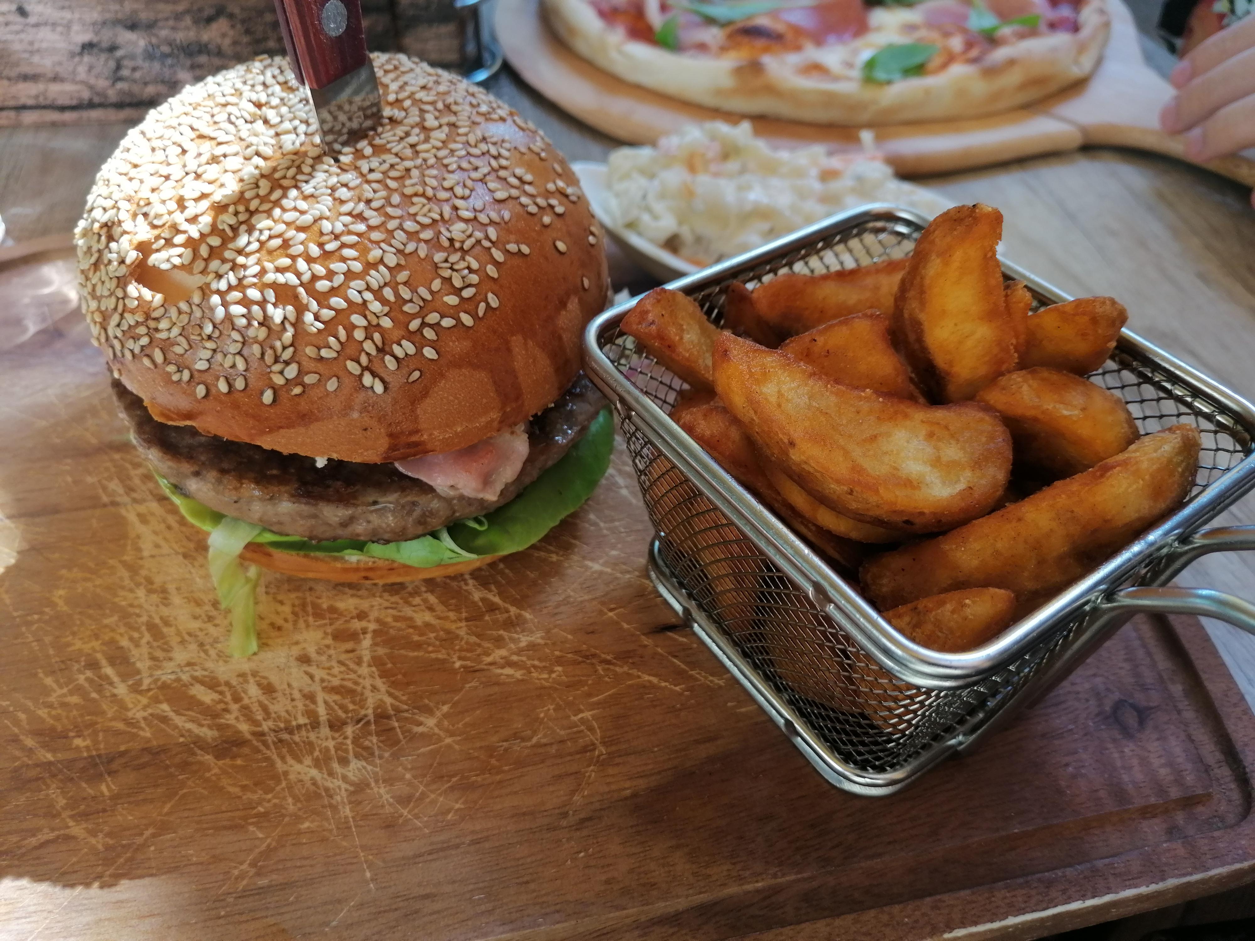 dock_balatonfured_hamburger.jpg