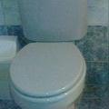 Miért is kellene lecsukni a wc tetőt?