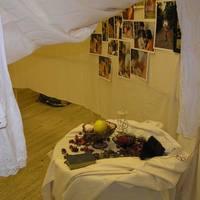 15 nő, 8 hang és kiállítás Nők napjára