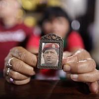 Meghalt Chávez. Na de kit érdekel?