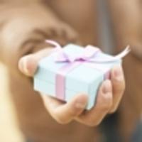 Nagyobb boldogság adni, mint kapni.