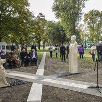 Kántor gazdája szobrot kapott a Madaras József téren