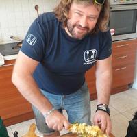 Mediterrán töltött paprika, és fetás, krumplis-édesburgonyás köret