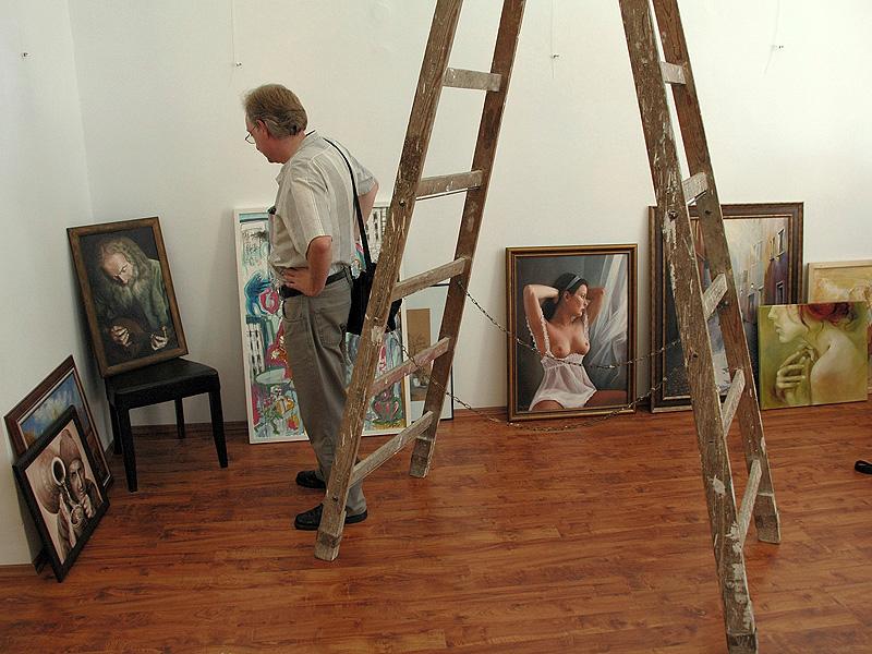 kertesz29-galeria-kep-a-falon-kiallitas-3.jpg