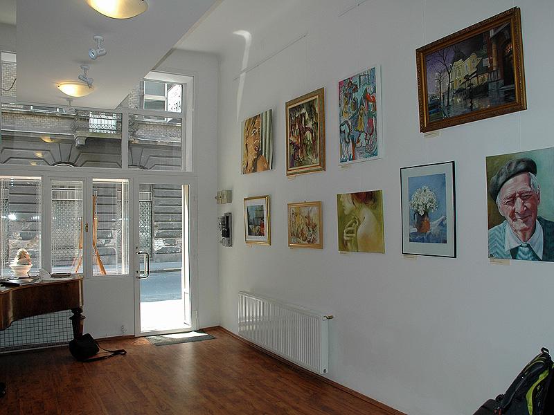 kertesz29-galeria-kep-a-falon-kiallitas-6.jpg