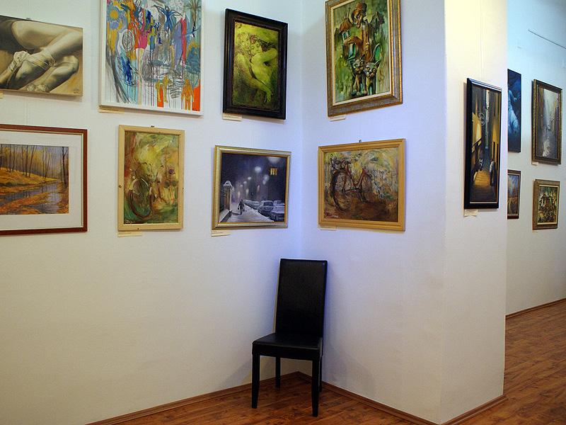 kertesz29-galeria-kep-a-falon-kiallitas-7.jpg