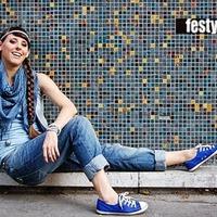 Festy in Boyfriend jeans