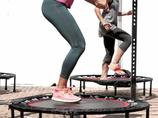 Fogyni mókásan is lehet – itt az új őrület: a trambulin fitnesz!