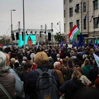 Fotók az ellenzéki tüntetésről