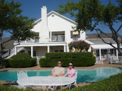 Dallas_sorozat_Southfork_Ranch_medence_Szijjarto_villa.png