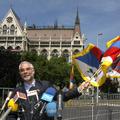 Free Tibetezésért jár büntetés a Parlamentben?