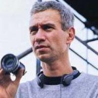 Roland Emmerich következő filmjében űrlények garázdálkodnak a Földön