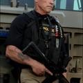 Így néz ki Arnold Schwarzenegger a Ten-ben