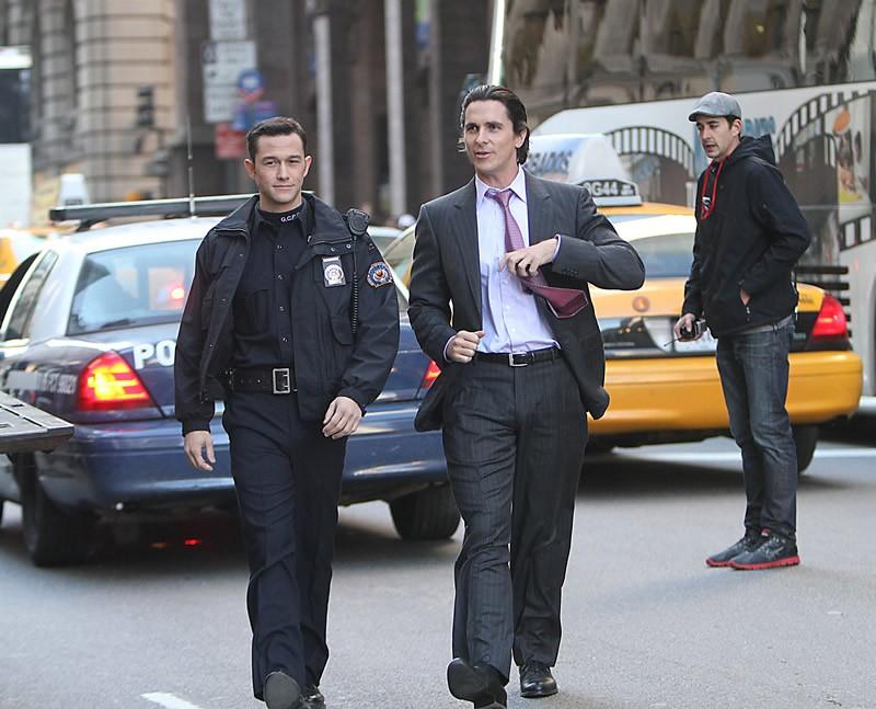 Joseph-Gordon-Levitt-and-Christian-Bale-in-The-Dark-Knight-Rises-2.jpg