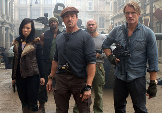 Sylvester-Stallone,-Jason-Statham,-Terry-Crews,-Nan-Yu-and-Randy-Couture-in-The-Expendables-2.jpg
