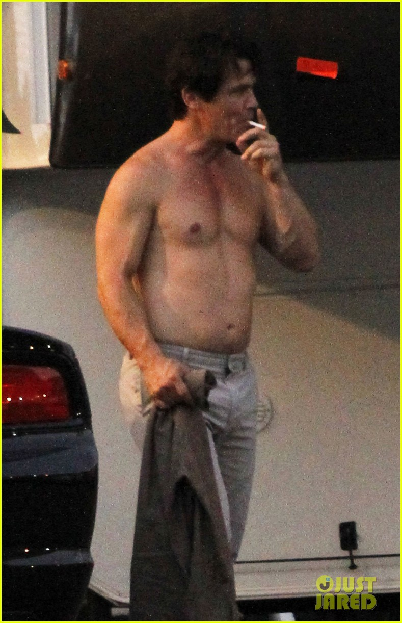 josh-brolin-shirtless-on-oldboy-set-02.jpg