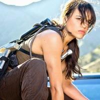 Bréking Nyúz: Michelle Rodriguez kiszáll a Halálos iramban szériából? Higanyszál visszatér. Forog a Legandás állatok 2. Közülük kerül ki Batgirl? Famke Janssen nem tér vissza.
