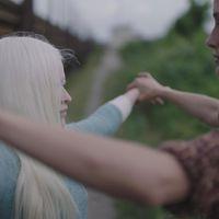 Nézz bele a Velencében debütáló mágikus albínódrámába!