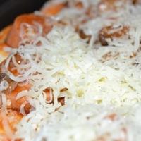 Pizzafeltét - Gombás-virslis paradicsomos alapon