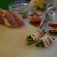 Sertésszűz bacon-ös ceruzababbal és grillezett zöldségekkel