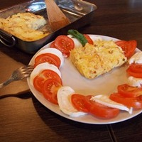 Sült krumplipüré Caprese salátával (külön receptként)