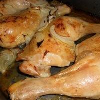 Sült csirkecomb hagymakarikával