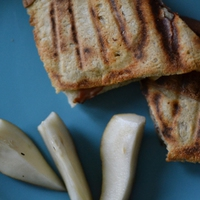 Körtés-sonkás melegszendvics camembert sajttal