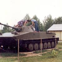 Amikor egy tank volt a játszóterünkön