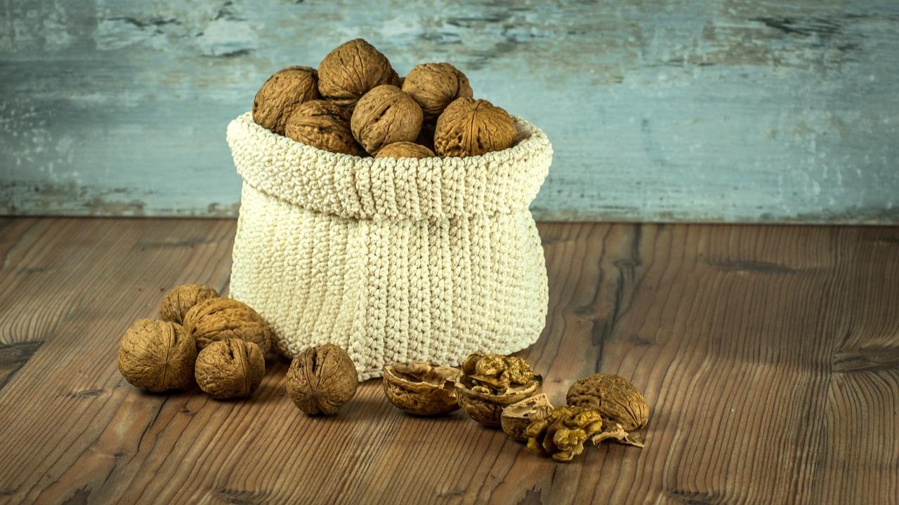nuts-1213036_1280.jpg