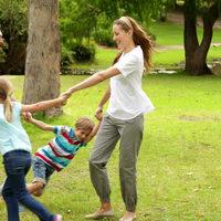 Hogyan nevelnek önbizalommal teli és vidám gyerekeket a világ legboldogabb országában?
