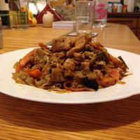 Pirított rizstészta csirkével
