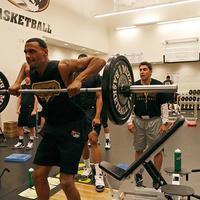 Olimpiai súlyemelés focistáknak, kosarasoknak?
