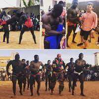 Egy dakari bajnok, Balla Gaye birkózóiskolájában jártam. Szenegál nemzeti (tömeg)sportja a birkózás egy különleges helyi változata, ahol az ellenfél ágyékkötőjébe is lehet kapaszkodni. Ez a serer népcsoport hagyományain alapuló birkózás, erő- és bátorságpróba, wolof nyelven laamb. Elképesztő milyen erőnlétük és kidolgozott izomzatuk van a homokban, mezítláb edző, közel 2 m-es kolosszusoknak! A robbanékonyság párosul a mágikus szertartásokkal, férisekkel, és mindezt lüktető dobkíséret teszi egyedivé. A helyi fiatalok számára hatalmas kitörési lehetőséget rejt a legjobbak közé kerülés. Ottlétünkkor is több tucat gyerek leste áhítattal a nagyok edzését. A bajnoki összecsapásokat az egész ország figyelemmel kíséri, a helyszínen pedig stadionnyi néző szurkol extázisban kedvencének. Életreszóló élmény volt! #senegal #dakarsenegal #laamb #africantravel