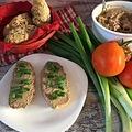 Házi csirkemájkrém szénhidrát csökkentett bagettel