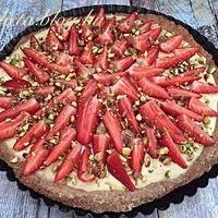 Vaníliakrémes epres pisztáciás pite torta