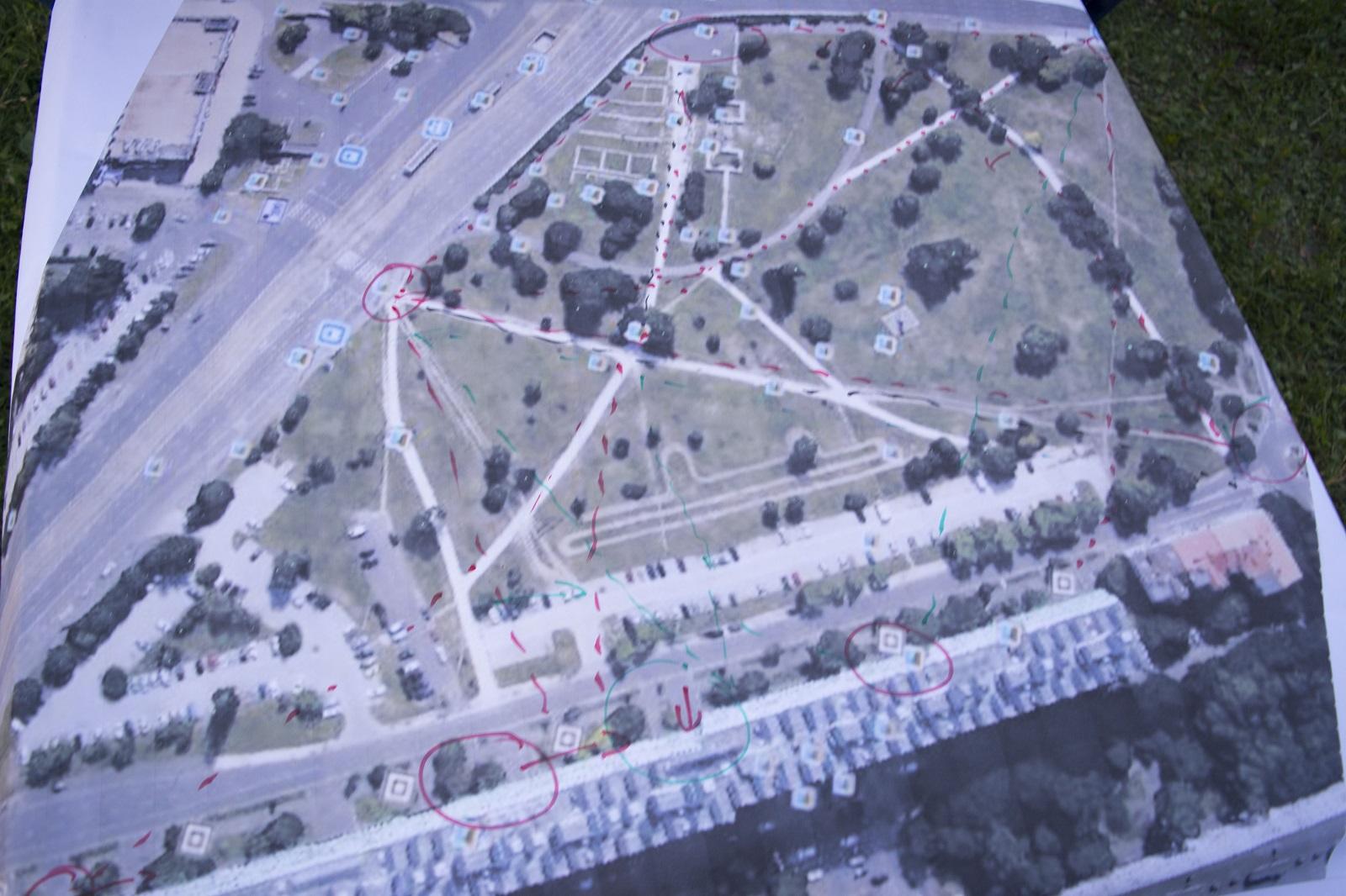 Műhold felvétel a parkról - sétányok és kitaposások