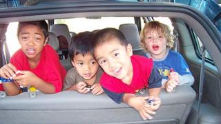Így nem fog unatkozni a gyerek az autóban hosszabb utakon