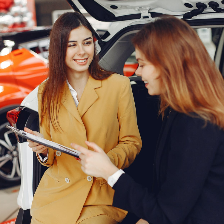 Új autót vásárolnék, de cégként vagy magánemberként vegyem?