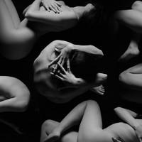 Daughters szépen befotózva - A Less Sex című számuk videója