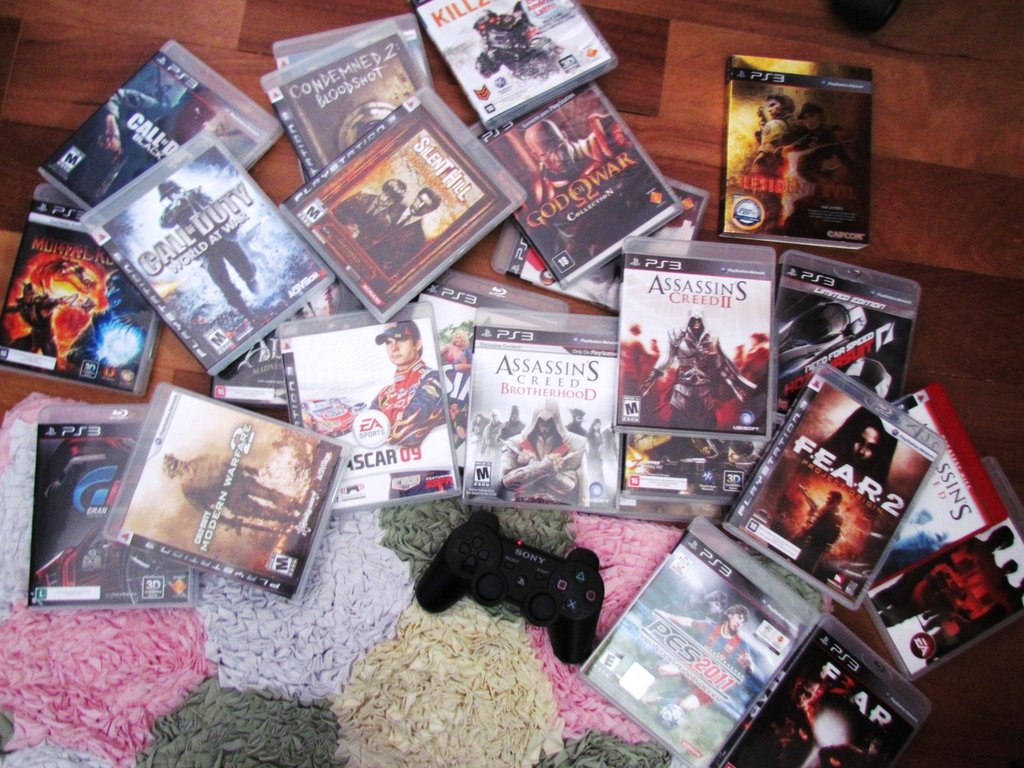 treasures_for_a_gamer_by_0aliceliddell0-d3l2h5o.jpg