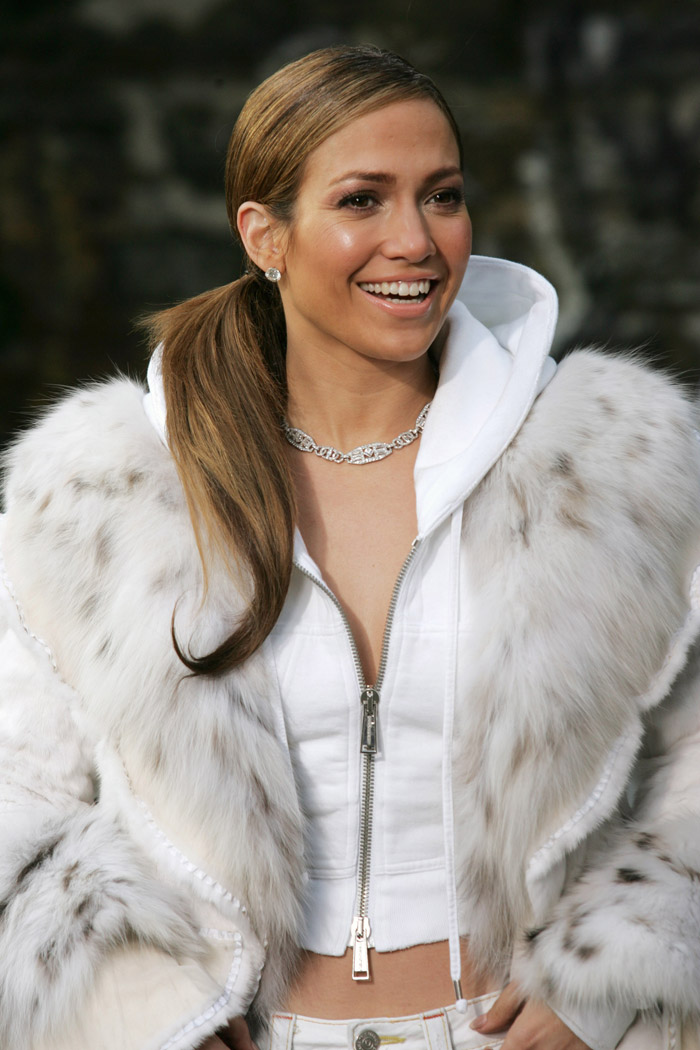 hold-you-down-set-2005-jennifer-lopez-27695578-700-1050.jpg
