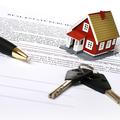 Lakáseladás ingatlanközvetítéssel? Érdemes nagyon alaposan elolvasnia a szerződést!