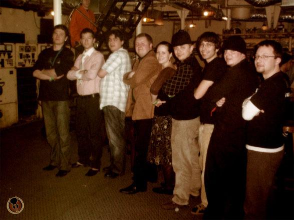 folk error csoportkép a hajón