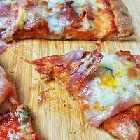 Ropogós, nagyon sajtos pizza házilag - ráadásul teljes kiőrlésűen