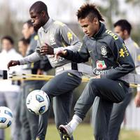 Neymar még marad a Santosnál!