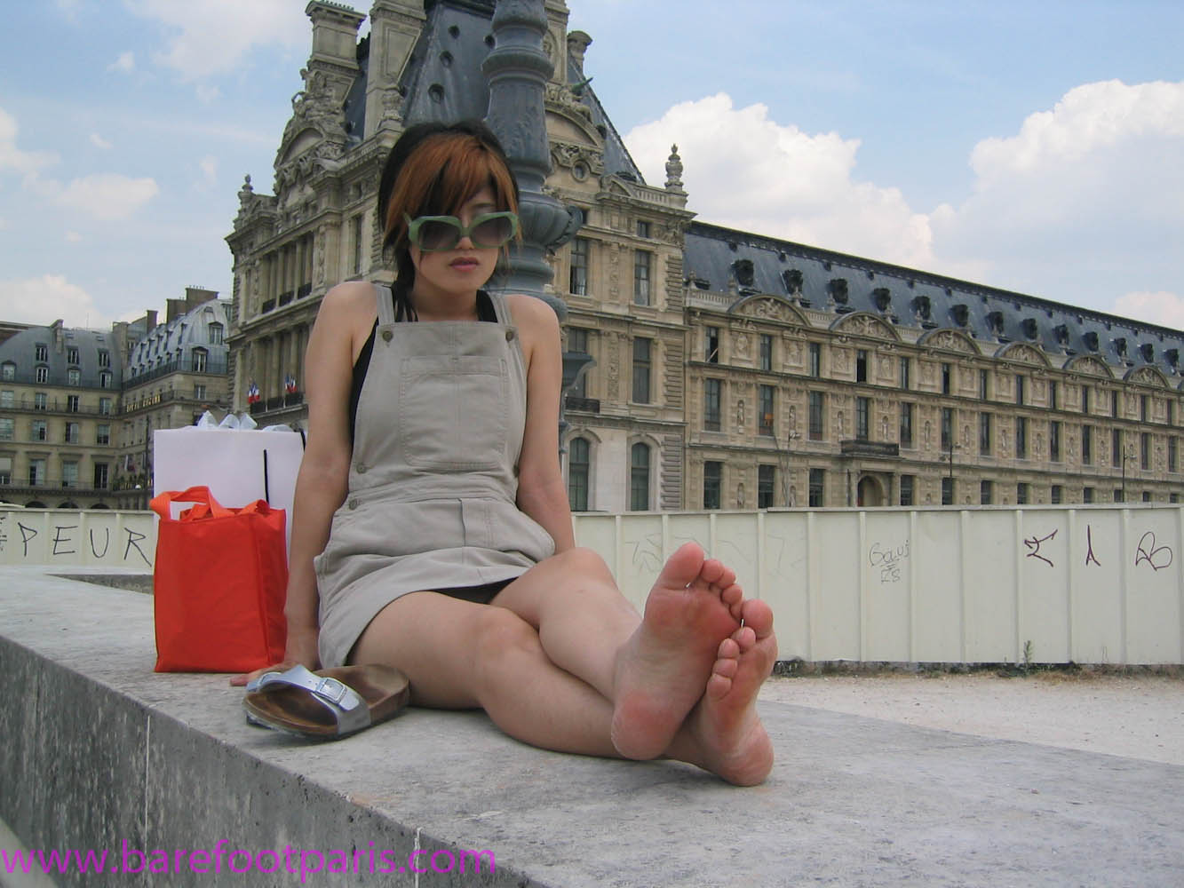 Paris barefoot girls-1.jpg