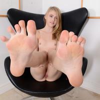 Cuki tini ocsmány lába