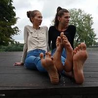 Hatalmas talpak, hosszú lábujjak (videó)
